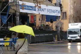 La lluvia condiciona la revetla de San Sebastià