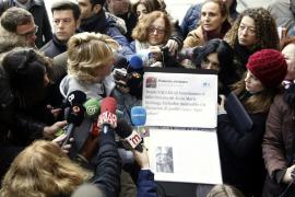Aguirre muestra un tuit falso para atacar a Podemos
