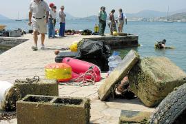 Costas y Ajuntament retirarán el domingo los fondeos ilegales en la playa de Albercuix