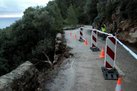 Un desprendimiento de rocas obliga a cortar la carretera del Port de Valldemossa