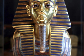 Investigan los daños de la máscara de Tutankamón tras pegarla con pegamento