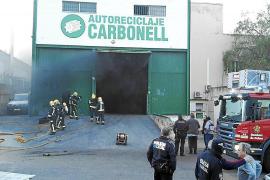 Un incendio causa daños graves en un desguace de Can Valero