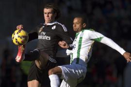 El Madrid sufre para ganar de penalti al Córdoba