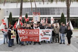 CCOO lleva a cabo una movilización en Son Sant Joan contra la privatización de AENA