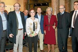 La doctora Juana María Román presentó su nuevo libro, 'Las flores de mi llanto', en el Palau March