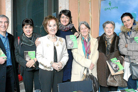 La doctora Juana María Román, presentó su nuevo libro