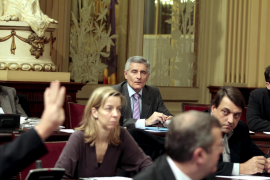El Parlament aprueba los presupuestos del Govern con el voto de Vicens