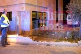 Un conductor ebrio y a la fuga embiste contra las oficinas de la Benemérita