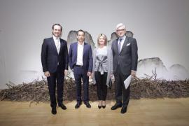 Bauzá inaugura la exposición 'El árbol  y la sombra' de Ricard Chiang en Bonn
