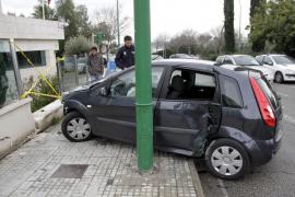 Otro coche se estrella contra el cuartel de la Guardia Civil de Son Rapinya