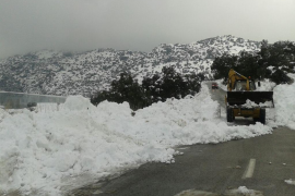 Se abre al tránsito el único tramo de carretera que continuaba cerrado por la nieve