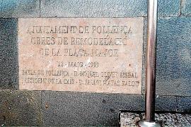 Pollença retira la placa de la Plaça Major en la que figuraba Jaume Matas