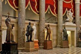 Un senador de California quiere echar a Fray Juníper del Capitolio