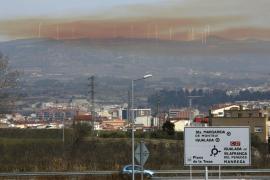 Una explosión en una empresa química causa dos heridos y una nube tóxica en Igualada