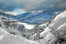 La última nevada batió récords de acumulación en las cumbres de la Serra