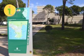 Las calles de Capdepera lucen nuevos paneles informativos para los turistas