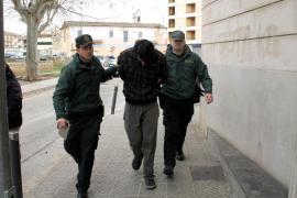 En libertad con cargos el joven que se atrincheró en Alcúdia