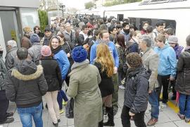 Descontrol en los vagones y masificación de usuarios a causa del tren gratuito