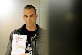 Jordi Lacasa conjuga novela y teatro en su segundo libro, 'Nosotros y tú no'