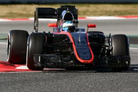 Alonso sufre un fuerte accidente en Montmeló y es trasladado al hospital