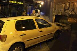Una conductora arremete contra la bifurcación del túnel de la calle Aragón