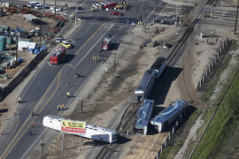 Al menos 30 heridos tras el choque de un tren con un tractor en California