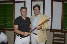 Jaume Bauçà recoge de Matas la vara de alcalde de Montïri