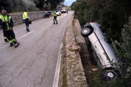 Herido el conductor de un coche tras colisionar con un camión en la carretera Valldemossa-Deià