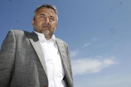 Serra negocia la entrada en el club de Paco Segarra, presidente del Sporting Mahonés