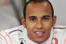 Hamilton afirma que Alonso tiene «envidia» y que «vive en otro mundo»