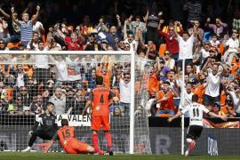 El Valencia fulmina a la Real Sociedad con doblete de Piatti (2-0)