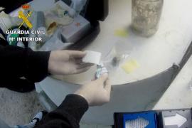 Desmantelamiento de un laboratorio de droga en Cala Vadella.