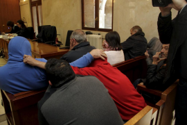 Nueve acusados de organizar peleas de gallos aceptan condenas de multa