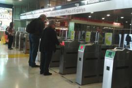 Avalancha de reclamaciones entre los usuarios del tren por el nuevo sistema de tornos