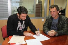Riera firma con el Mallorca