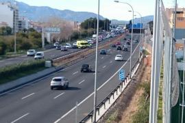 Retenciones kilométricas en la Vía de Cintura por una colisión entre dos vehículos