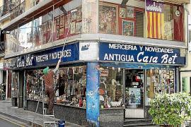 Antigua Casa Bet cuelga el cartel de 'Se traspasa'