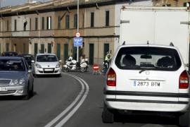 La rotura de una tubería obliga a cortar la calle Manacor de Palma