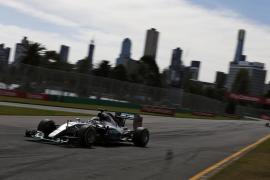 Hamilton logra la 'pole' en Australia y Carlos Sainz saldrá octavo