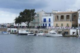 Manifestación en contra de la «inminente privatización» del faro de Portocolom