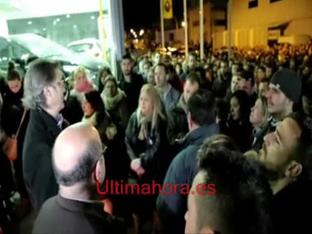 Más de medio millar de personas rinde un homenaje póstumo a José Lumbreras