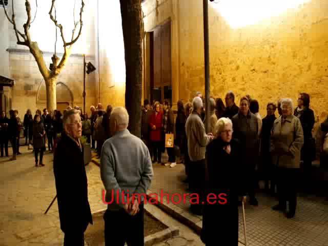 Vecinos de sa Pobla muestran su apoyo al párroco Joan Pons