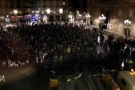 Unas 300 personas protestan en Barcelona por la sentencia del asedio al Parlament