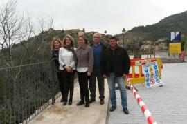 Salom visita en Deià una pasarela que «dará seguridad a los vecinos»