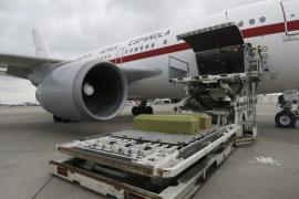 El avión con los féretros de las dos víctimas de Túnez llega a Barcelona