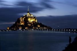 La 'marea del siglo' sublima el Monte Saint-Michel