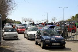 Concentración de coches en memoria del copiloto fallecido en el Oris Rally