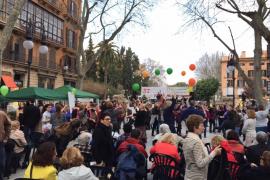 Centenares de personas participan en la fiesta de la vida