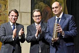 Xavier Bosch se alza con el Premi Ramon Llull por la novela 'Algú com tu'