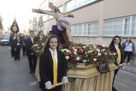La cofradía Santa Mónica salió en procesión en el barrio de Hostalets